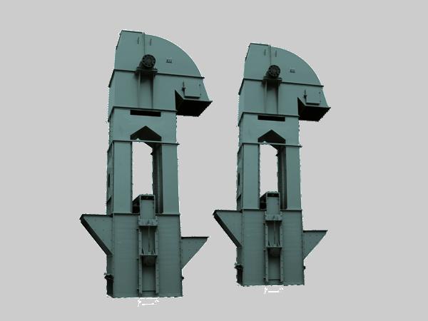 每台提升机部由若干部分组成:上轴、缠绕机构、轴承和上制动器。这些便是基本部分。缠绕机构有好几种,最常用的结构是单圆柱形滚筒及双圆柱形滚筒。对于单圆柱形滚筒,两根钢丝绳功用一个滚筒缠面;第一根钢丝绳白滚筒松开而相应地漏出的滚筒面由另一根钢丝绳缠上。对于双圆柱形滚筒,没根钢丝绳都缠绕在特有的滚筒上,即在任何时刻钢丝绳都只是缠在两支滚筒总缠绕面的一半上。在这种情形下,一个滚筒结实地固定在主轴上,另一个则活套在主轴上,借助于离合器与主轴相连,以便在必须时可使二滚筒作相对转动。滚筒相对转动的可能行使得提升设箭的